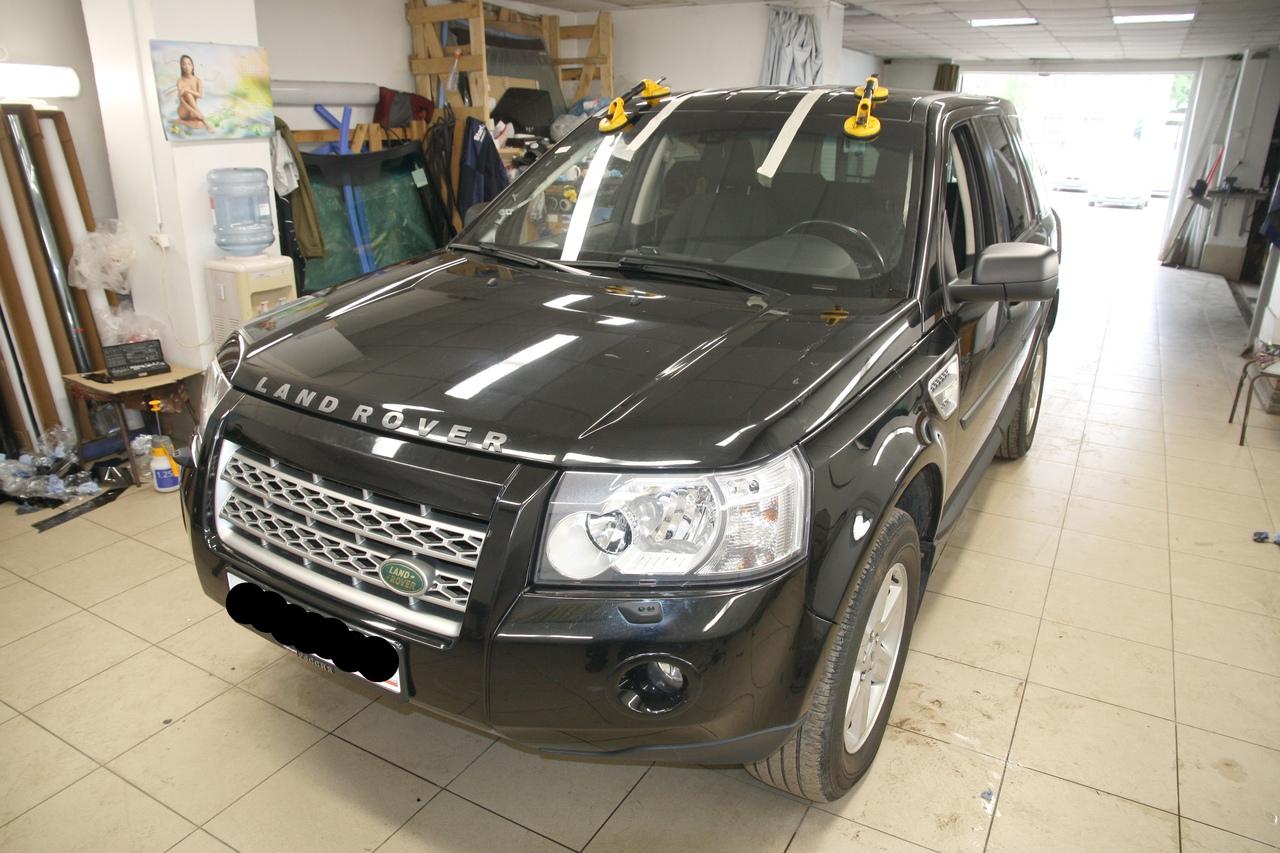 Вклейка ветрового атермального стекла на Land Rover Freelander
