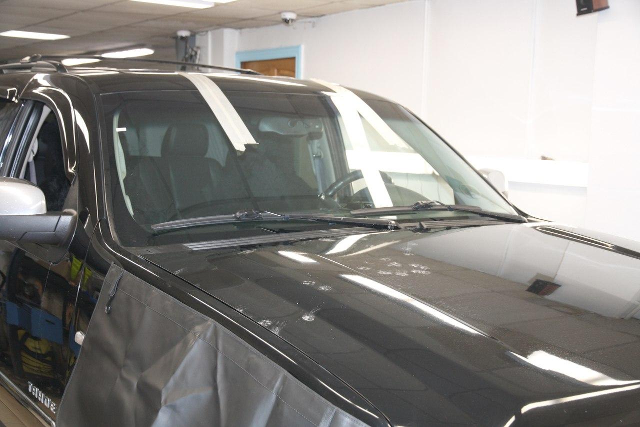 Вклейка ветрового стекла на Chevrolet Tahoe